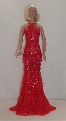 Можете похвастаться и тем, что у вас получилось.  Плетет Шуламит платья для кукол типа Барби из китайского бисера.