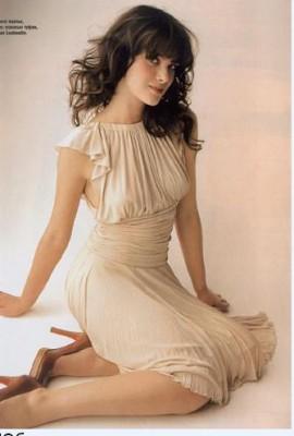 хочу красивое платье. я бы от всех трех пар не отказалась бы.